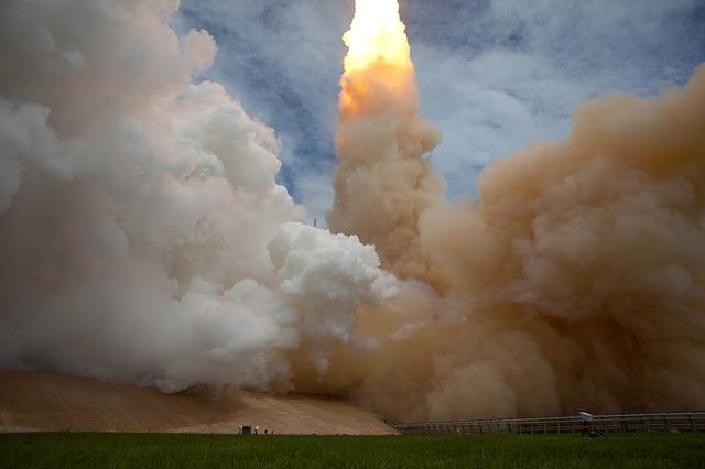 rocket-79394_640